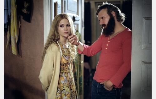 Nina (Pihla Viitala) ja Remu (Eero Milonoff).