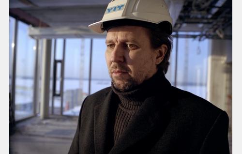 Arkkitehti Leo Laakso (Martti Suosalo).