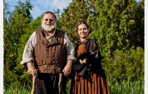 Välitalon Antti (Esko Salminen) ja hänen puolisonsa Maria (Lena Meriläinen). Kuva: Antti Ruusuvuori, Yellow Film & TV Oy.