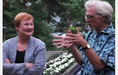 Tarja Halonen ja Pentti Arajärvi. Kuva: Helsinki-filmi Oy.