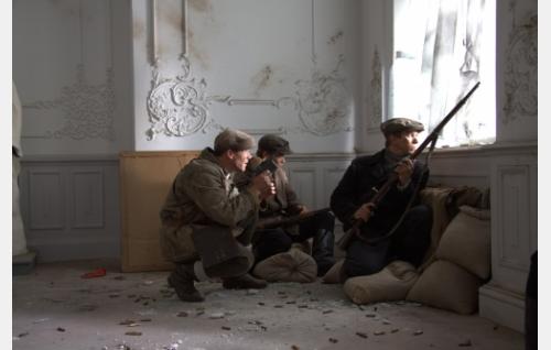 Taistelu Näsilinnasta, vasemmalla Melin (Nicke Lignell). Kuva: Kinoproduction Oy.