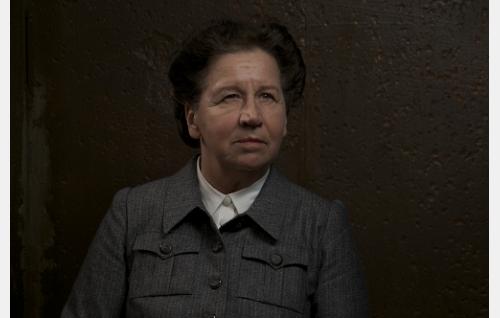 Rouva Grahn (Kristiina Elstelä).