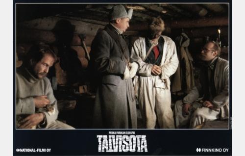 Sotamies Aatos Laitila (Markku Huhtamo), luutnantti Yrjö Haavisto (Vesa Mäkelä), sotamies Vilho Erkkilä (Heikki Paavilainen) ja vänrikki Jussi Kantola (Vesa Vierikko).