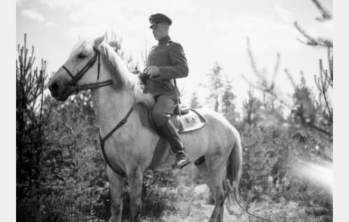 Martti Kari, jääkärikorpraali (Kullervo Kalske)