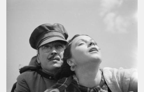 paroni Rolf Lichtenstein alias Merowitsch (Erkki Uotila) ja tanssijatar Sabina Tamm (Tuulikki Paananen)