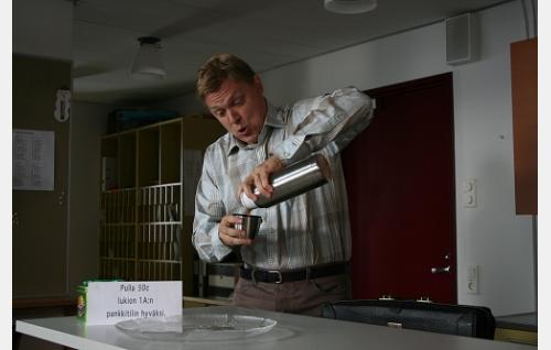 Opettaja Veepee (Jarkko Pajunen).
