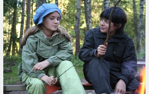 Oona (Ronja Parkkonen) ja Miro (Alex Anton).