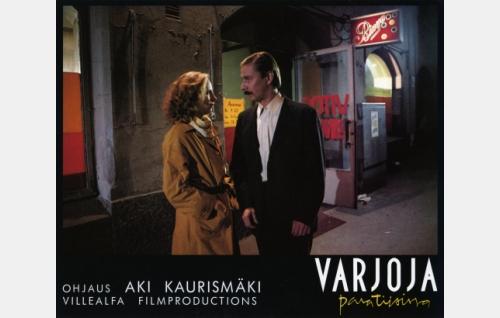 Ilona Rajamäki (Kati Outinen) ja Nikander (Matti Pellonpää).