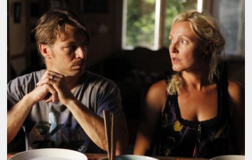 Aviopari Pertti (Peter Franzén) ja Minna  (Mari Perankoski). Kuva: Veera Aaltonen / Marianna Films Oy.