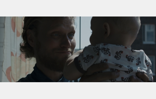 Lasse (Rami Rusinen) ja pikku Simo (Iivari Salo). Kuva: It's Alive Productions Oy.