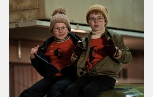 Kaksospojat (Niilo Lahtinen ja Eero Survo) Välde-paidoissaan. Kuva: Peter Salovaara.