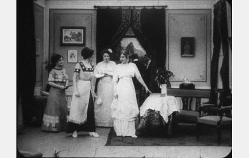 Elin (Olga Leino), Karin (Ester Forsman), Alma (Olga Salo) ja Sylvi (Aili Rosvall).