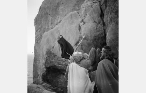 Ilmarinen ja Lemminkäinen kohtaavat Louhen.