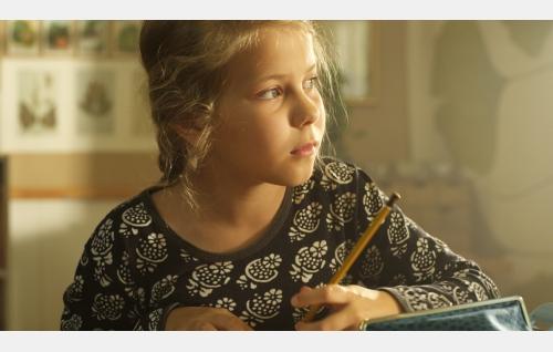Ella (Freja Teijonsalo). Kuva: Snapper Films Oy.