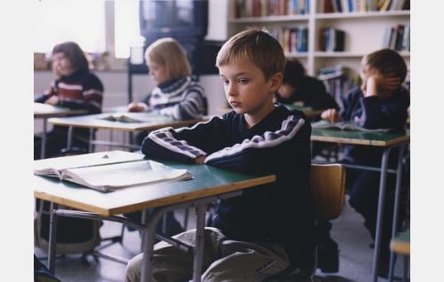 Timo (Johannes Paljakka) koulussa.
