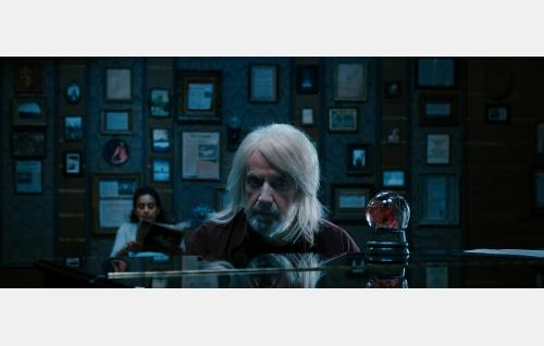 Tom Whitman 75-vuotiaana (Francis-Xavier McCarthy). Kuvakaappaus Nightwish-elokuvasta Imaginaerum. Solar Films Inc. Oy.