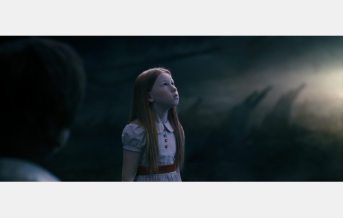 Gem Whitman 7-vuotiaana (Keyanna Fielding). Kuvakaappaus Nightwish-elokuvasta Imaginaerum. Solar Films Inc. Oy.
