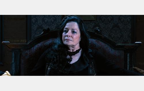 Ann 73-vuotiaana (Joanna Noyes). Kuvakaappaus Nightwish-elokuvasta Imaginaerum. Solar Films Inc. Oy.