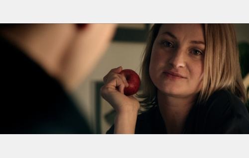 Julia (Ria Kataja). Kuva: Hena Blomberg / Edith film Oy.