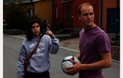 Sanna (Armi Toivanen) ja Aleksi (Riku Nieminen). Kuva: Johanna Vuoksenmaa.