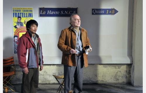 Chang (Quoc Dung Nguyen) ja Marcel Marx (André Wilms). Kuva: Marja-Leena Hukkanen. © Sputnik Oy.