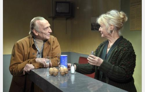 Marcel Marx (André Wilms) ja Claire (Elina Salo). Kuva: Marja-Leena Hukkanen. © Sputnik Oy.
