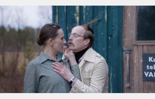 Liisa (Miina Turunen) ja Martti Kellinsalmi (Konsta Mäkelä). Kuva: Solar Films Inc. Oy / Marek Sabokal.