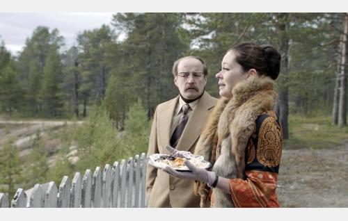 Martti (Konsta Mäkelä) ja Maija Kellinsalmi (Marjaana Maijala). Kuva: Solar Films Inc. Oy / Marek Sabokal.