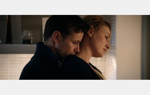 Sami (Peter Franzén) ja Julia (Ria Kataja). Kuva: Hena Blomberg / Edith film Oy.