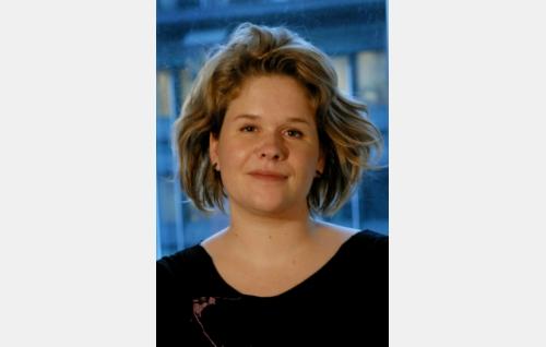 Ohjaaja Hanna Maylett.