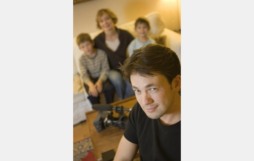 Ohjaaja ja käsikirjoittaja John Webster ja hänen perheensä.