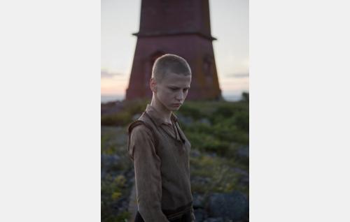 Oppipoika Karl Berg (Erik Lönngren). Kuva: Långfilm Productions Finland Oy.