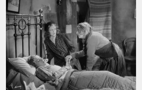 Martta (Hilkka Helinä), Stiina Berg (Irma Seikkula) ja Helviira (Henny Waljus).