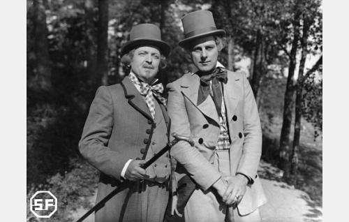 Zacharias Topelius (Arvi Tuomi) ja Fredrik Pacius (Thure Bahne).