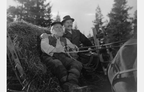 Karjalan-Aku (Toppo Elonperä) ja Maunulan isäntä (Edvin Laine).