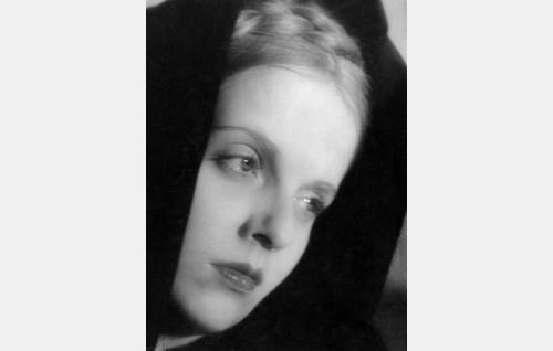 Anni (Regina Linnanheimo).