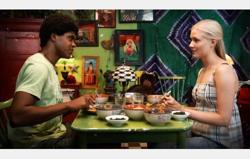 Toni (Chike Ohanwe) ja Ada (Elli Vallinoja). Kuva: Jami Granström.