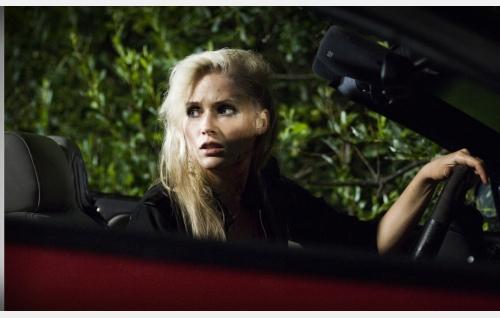 Ada (Elli Vallinoja) on ajanut kolarin. Kuva: Jami Granström.