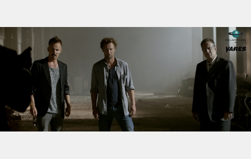Kyypakkaus (Jasper Pääkkönen), Vares (Antti Reini) ja Shostakovitsh (Jukka-Pekka Palo). © Solar Films Inc. Oy.