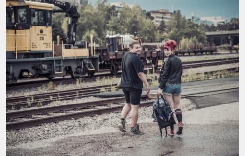 Aimo (Joel Hirvonen)  ja Milla (Milka Suonpää).