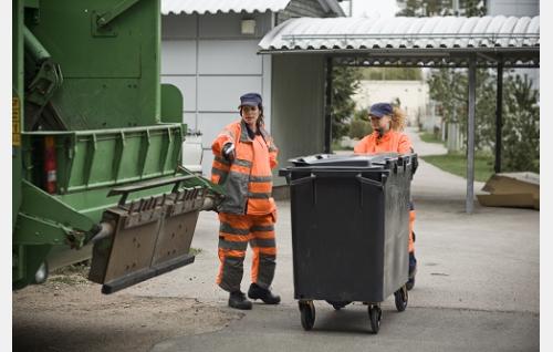 Pike (Miia Lindström) ja Siiri (Outi Kero). Kuva: Meguru Production.