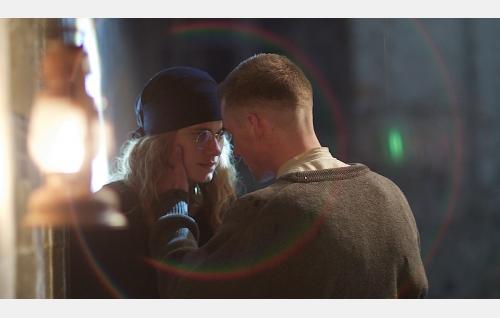 Helena (Krista Kosonen) ja Johannes (Lauri Tilkanen). © Solar Films Inc Oy.