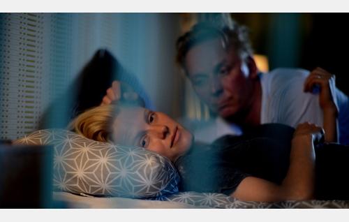Kiia (Laura Birn) ja Lauri (Eero Aho). Kuva: Petri Kotwica. © Oy Nordisk Film Ab.