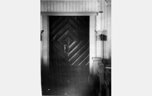 Nurmijärven kirkon ovi