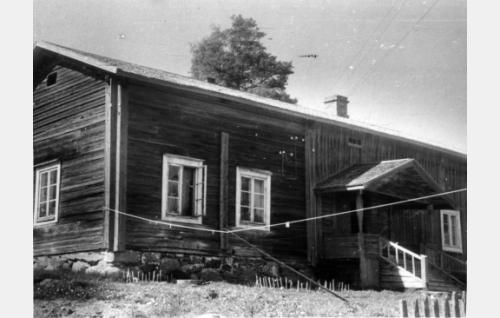 Ojakkalan talo, (Jukolan esikuva) jossa Krannin piha kuvattiin.