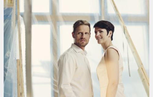 Tomi (Peter Kanerva) ja Selja (Maria Ylipää). © Pohjola-filmi Oy, kuva: Annika Miettinen.