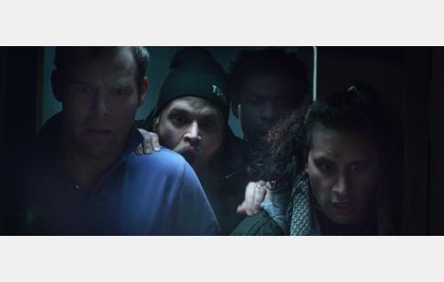 Jari (Roope Olenius), Mise (Jari Manninen), Tim (Orwi Manny Ameh) ja Lucas (Marcus Massey). Kuva: Black Lion Pictures Oy