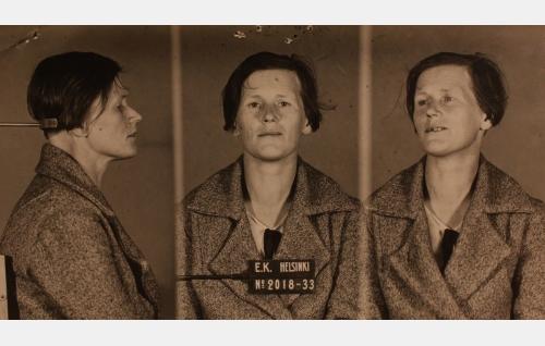 Etsivän Keskuspoliisin pidätyskuva Martta Koskisesta elokuussa 1933. Kuvateksti JJ 220915.