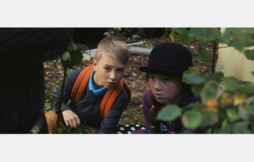 Toni (Milo Snellman) ja Suvi (Salli Siivonen). © Solar Films Inc. Oy.