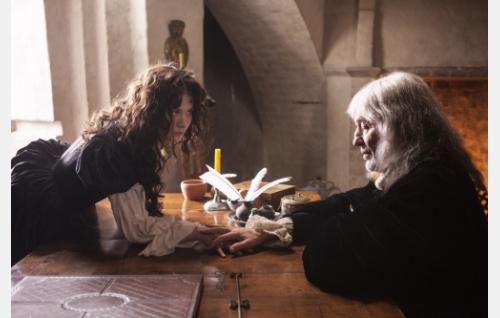 Kuningatar Kristiina (Malin Buska) ja filosofi René Descartes (Patric Bauchau). Kuva ©: Veera Aaltonen.